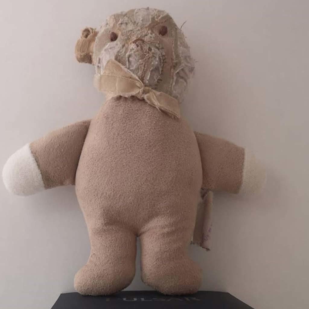 Réparation du doudou de Mélodie, déchiqueté par son chien