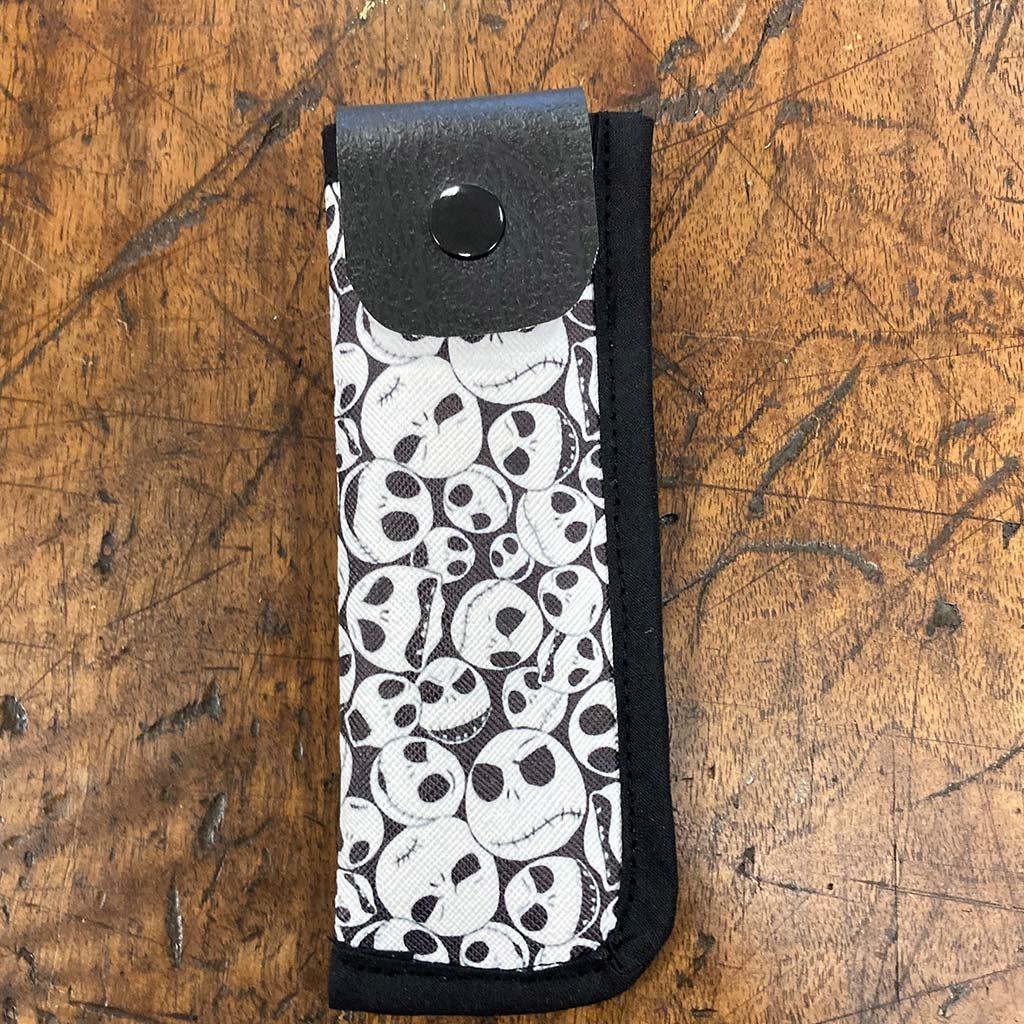 Réalisation d'une housse à clopinette noire et blanche avec un passant pour la ceinture