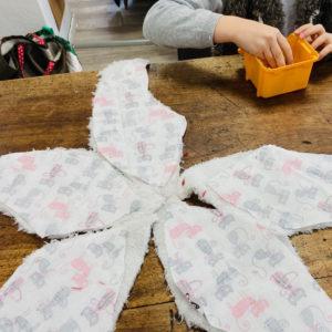 Assemblage des pièces de tissus pour la réalisation d'une étoile de mer