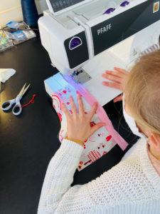 Atelier Enfants : Coudre une fermeture éclair avec la machine à coudre PFAFF