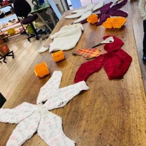 Atelier Caméléon en herbe : Patronage et découpage des pièces de tissus pour la réalisation d'Etoiles de Mer