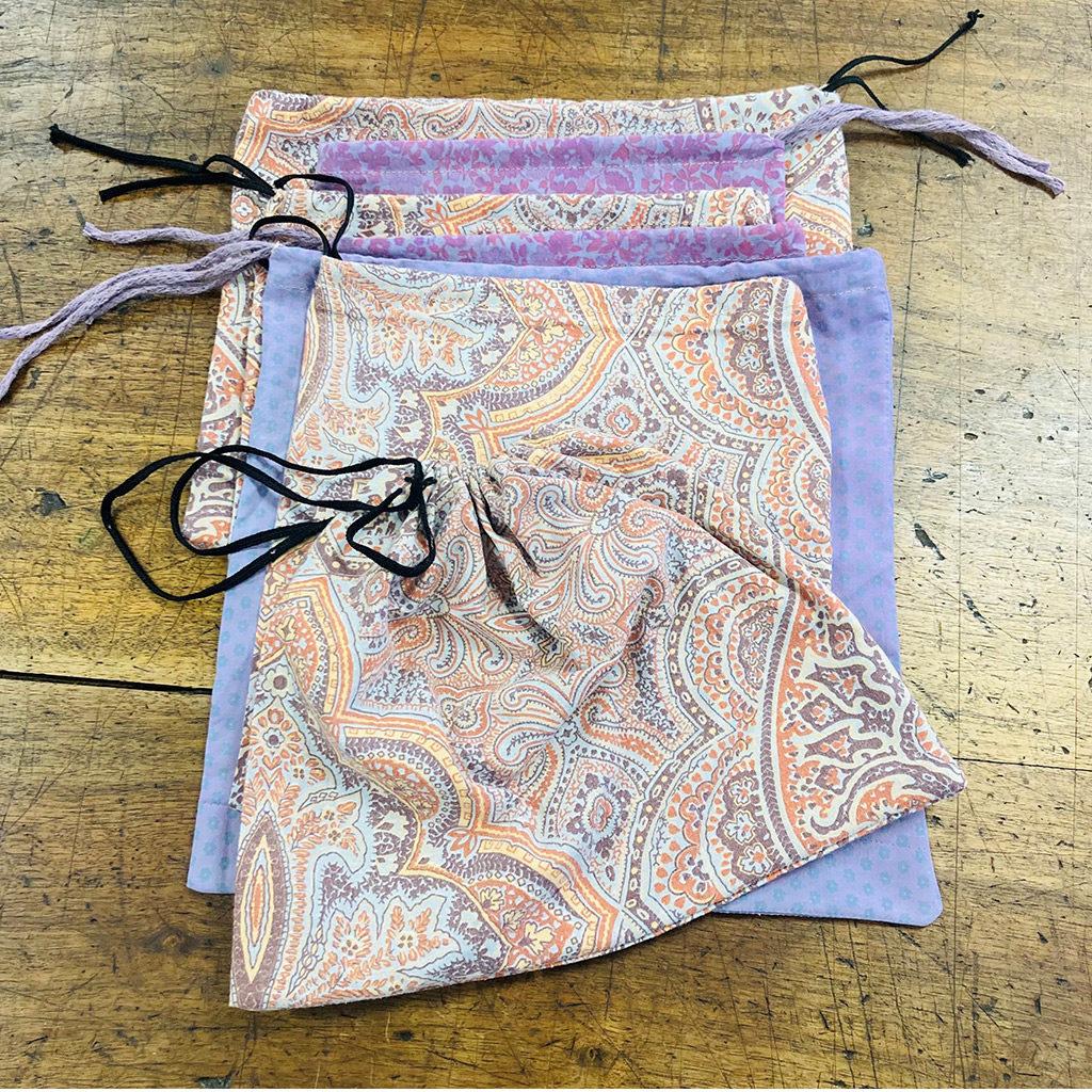 Lot de sacs à vrac de couleurs et motifs variés